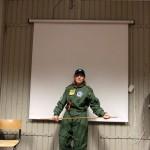 Missionslederen takker de rumrejsende for at redde Jorden.