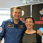 Kosmosklubbens kontaktperson og næstformand i Astronomisk Selskab, Julie Søgaard, skulle naturligvis også have taget et billede sammen med Danmarks første astronaut